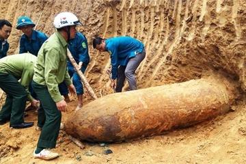 """Phát hiện quả bom """"khủng"""" tại huyện biên giới Nghệ An"""