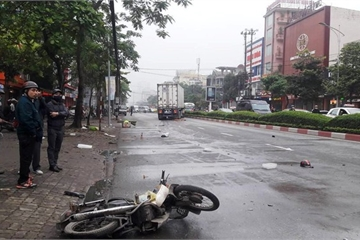 Nghệ An: Xe container tông xe máy, 2 người thương vong