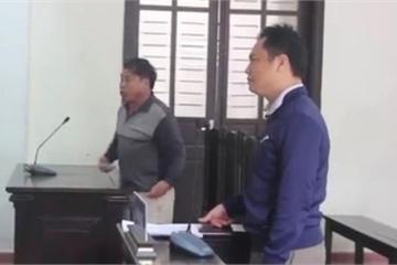 Tát nữ cán bộ tòa án văng mắt kính, bác sĩ lĩnh án tù 6 tháng