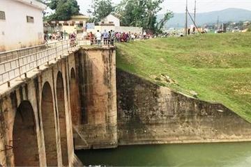 Nghệ An: Huy động hàng chục người tìm kiếm cô gái nghi nhảy sông tự vẫn