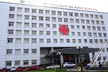 Nghệ An: 6 bệnh nhân sốt, buồn nôn khi chạy thận, hàng trăm người gấp rút chuyển viện