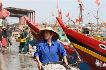 Cảng cá lớn nhất xứ Nghệ hối hả những ngày cận Tết