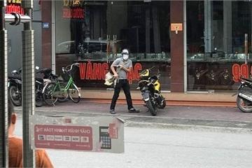 Nóng: Thanh niên cầm súng cướp tiệm vàng tại Quảng Ninh giữa ban ngày
