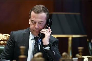 """Hé lộ mức lương """"siêu cao"""" của ông Dmitry Medvedev"""