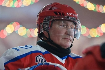 """Điện Kremlin tiết lộ """"bí mật"""" về những người chơi khúc côn cầu với ông Putin"""