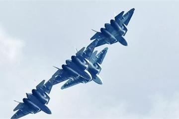 """""""Cha đẻ"""" Su-57 nói gì về """"lỗ hổng"""" của máy bay F-22 và F-35 Mỹ"""