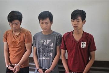 Quảng Nam: Đang tâm sự, đôi nam nữ bị 3 đối tượng kề dao vào cổ cướp tài sản