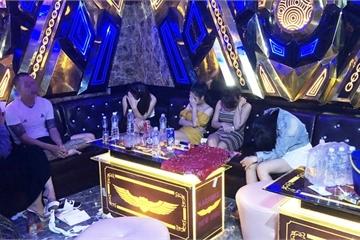 """14 nam nữ """"phê"""" ma túy trong quán karaoke New Idol"""