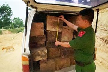 Quảng Nam: Xe ô tô gắn biển số giả vận chuyển 23 phách gỗ lậu