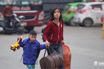 Người dân Thủ đô hồ hởi đổ ra bến xe về quê ăn Tết