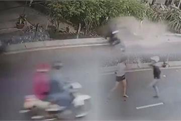TP.HCM: Nhóm đối tượng giật túi xách, thản nhiên cướp xe máy của đôi nam nữ