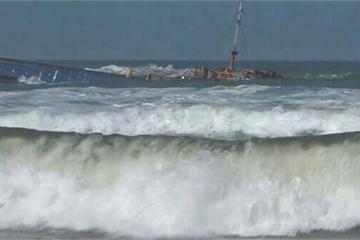 Huế: Tàu hàng mắc cạn, gần 3.000 tấn than có nguy cơ tràn ra biển