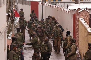 Súng, lựu đạn Trung Quốc đang được tuồn lậu vào Kashmir