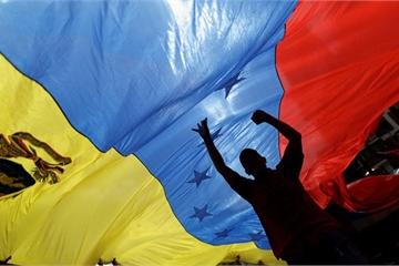 """TT Maduro thề sẽ """"cống hiến trọn đời"""" cho người dân Venezuela"""