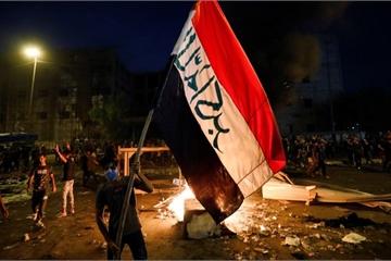 """Hơn 40 người chết trong các cuộc biểu tình, Thủ tướng Iraq """"yếu lòng"""""""
