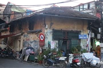 """Hà Nội: Người dân phố cổ """"sống trong sợ hãi"""" trong những nhà cổ trăm tuổi"""