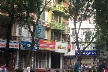 Hà Nội: Cây đổ trên đường Trần Đăng Ninh, một thanh niên 8X tử vong