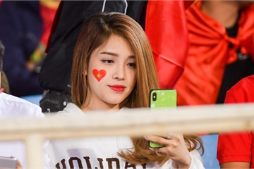 Dàn hot girl, người đẹp 'đổ bộ' sân vận động Mỹ Đình cổ vũ tuyển Việt Nam