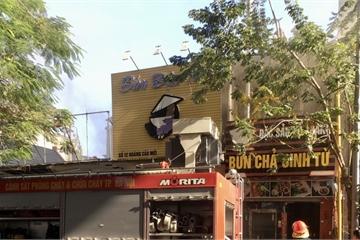 """Hà Nội: """"Bà hỏa"""" thiêu rụi cửa hàng bún chả trên đường Hoàng Cầu"""