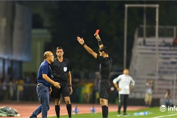 Nhìn lại khoảnh khắc HLV Park Hang Seo nhận thẻ đỏ trong trận chung kết SEA Games 30