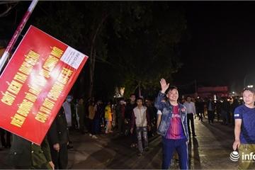 Sơn Lôi kết thúc cách ly, nửa đêm người dân háo hức bước chân ra khỏi làng
