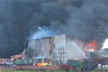 Hà Nội: Cháy lớn tại nhà xưởng ở huyện Hoài Đức