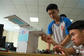Nhóm sinh viên ĐH Bách khoa sản xuất thành công máy rửa tay tự động