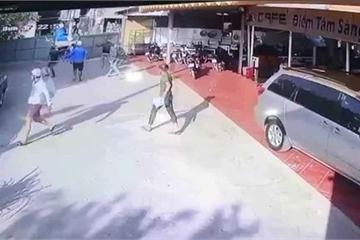 TP.HCM: Sau cuộc điện thoại lạ, quán cà phê bị hàng chục giang hồ đập phá