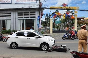 Lái ô tô tông xe cảnh sát rồi kéo lê hàng cây số trên phố Cần Thơ
