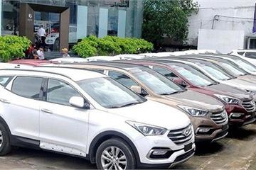 Ô tô giảm giá trăm triệu đến Tết: Khách hàng hết cảnh xếp hàng chờ mua xe