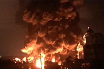 Cháy lớn tại khu nhà xưởng chứa đầy lốp xe và dầu máy ở Quảng Ninh lúc rạng sáng