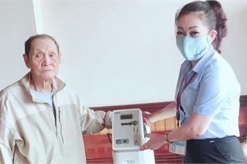 Quảng Ninh: Cụ ông 70 tuổi Đảng tặng máy thở cho UBND phường