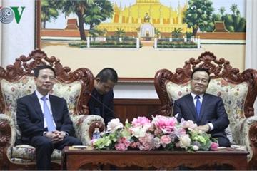 Phó Thủ tướng Lào tiếp Bộ trưởng Nguyễn Mạnh Hùng