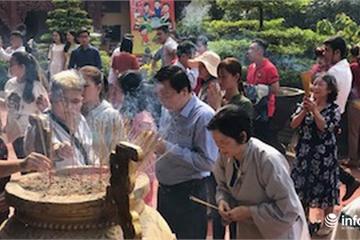 TPHCM: Đông đảo người dân đi lễ chùa ngày đầu năm mới