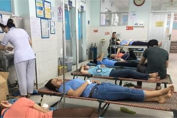 Sau bữa cơm chay, 24 công nhân nhập viện nghi ngộ độc thực phẩm
