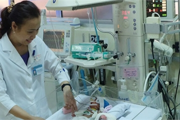 Hơn 10.000 em bé được hồi sinh nhờ thông tim, phẫu thuật tim