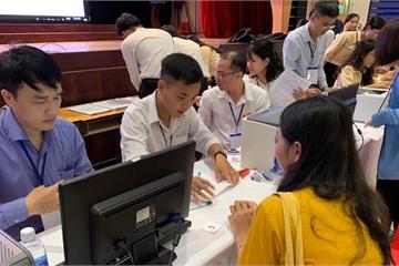 3.000 thí sinh ĐH Ngân hàng TPHCM làm thủ tục nhập học