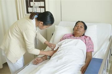 Suýt phải cắt bỏ thận vì đau hông