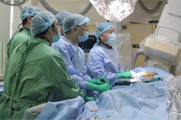 Bệnh viện công đầu tiên thực hiện thủ thuật thay van động mạch chủ qua da