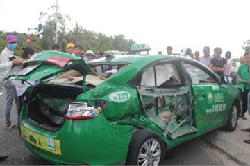 Quảng Nam: Xe tải tông taxi, 3 hành khách thương vong
