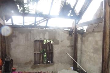 Hà Tĩnh: Hàng chục ngôi nhà tan hoang sau lốc xoáy