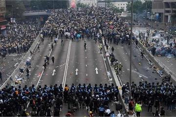 Hong Kong tiếp tục rúng động vì người biểu tình và hơn 1.500 nhà báo