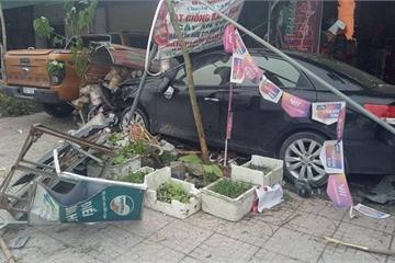 Hà Tĩnh: Xế hộp lao lên vỉa hè, đâm nhiều xe máy, ô tô