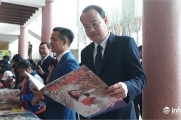 Hà Tĩnh: Trao hàng trăm suất quà tại Hội báo Xuân Kỷ Hợi 2019