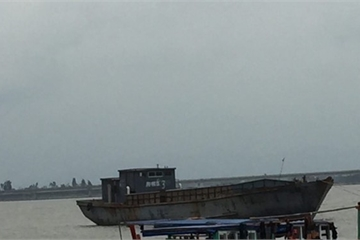 Phát hiện tàu Trung Quốc bị hủy số hiệu trôi dạt trên biển Hà Tĩnh