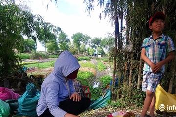 Huế: Học sinh TP ở nhà ôn bài, học sinh nông thôn bán ngô phụ cha mẹ mưu sinh
