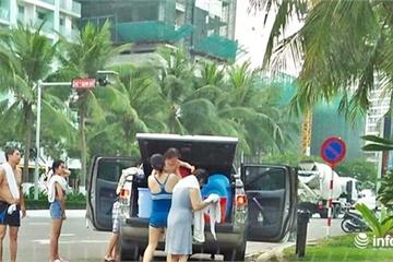 Đà Nẵng: Làm rõ, xử lý du khách đỗ ô tô, tắm tráng giữa đường ven biển