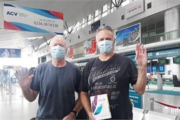 Hai bệnh nhân người Anh chia sẻ điều gì trước khi rời Đà Nẵng hôm nay 10/4?