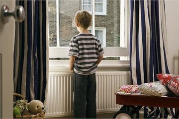 Cha mẹ có nên thường xuyên để con ở nhà một mình?