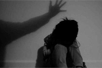 Khởi tố, tạm giam kẻ đồi bại dâm ô bé gái ở nhà một mình